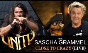 THE UNITY nehmen Comedian Sascha Grammel in neuen Clip «Close To Crazy (live)» auf