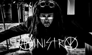 MINISTRY warnen im neuen Musikvideo «Disinformation» vor Massenmedien